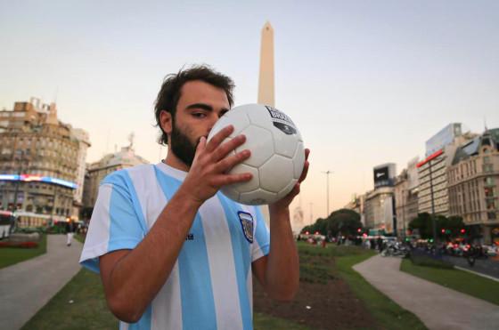 RSE: la pelota #KickItToBrazil de Peugeot pasó por Argentina