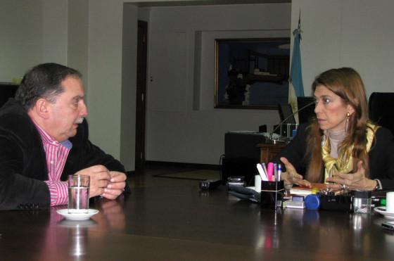 Horacio De Lorenzi junto a Débora Giorgi, Ministra de Industria de la Nación.