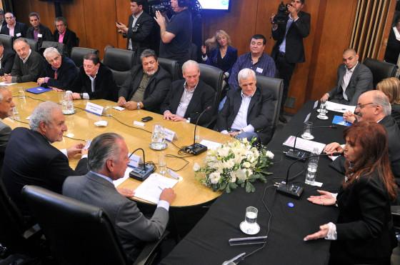 """CFK versus las automotrices: """"Dejen de quejarse y vendan los autos que tienen 'encanutados'"""""""