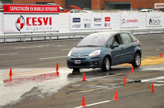 Curso de manejo defensivo de Citroen y CESVI
