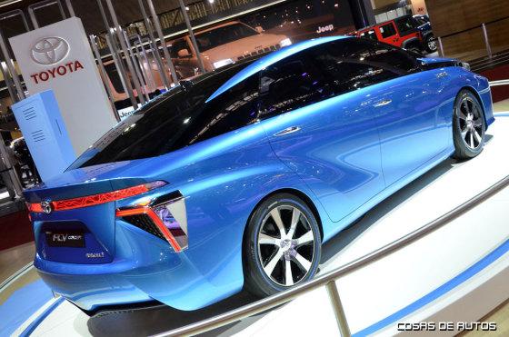 Toyota FCV, primero modelo a pila de combustible de la marca