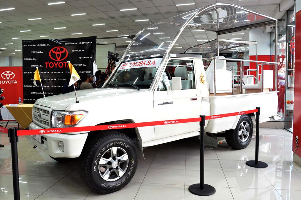 Papamóvil Boivia: un Toyota Land Cruiser serie 70