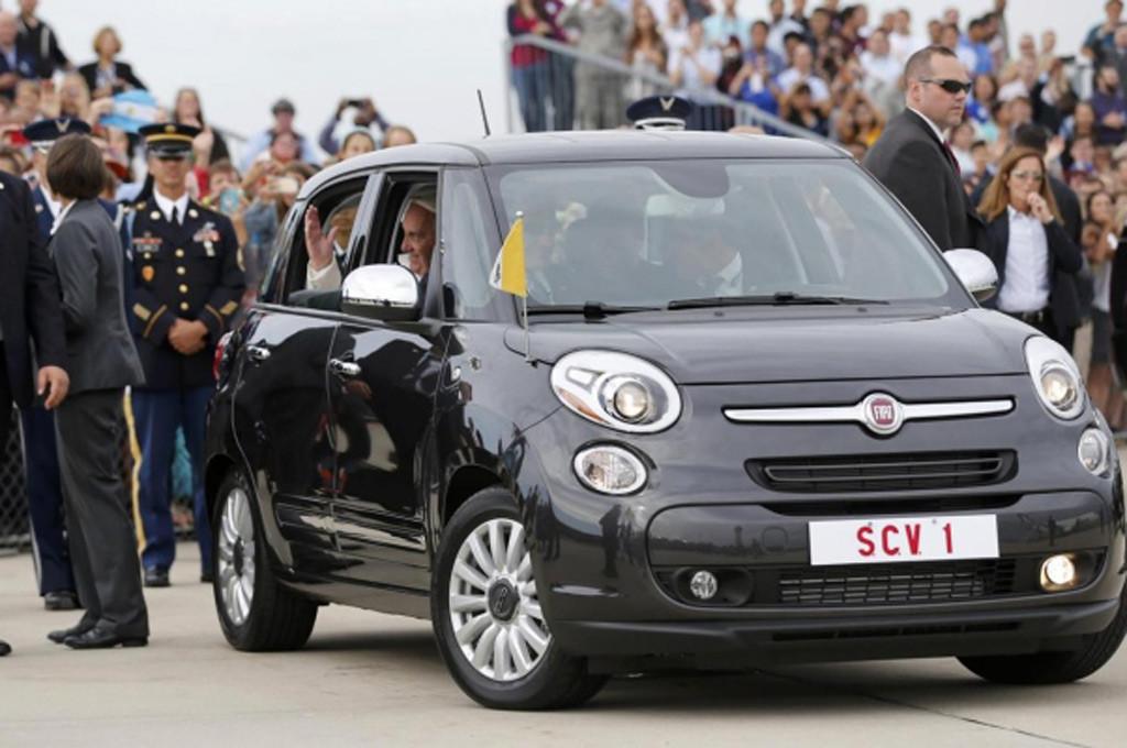 El Papa a bordo de un Fiat 500L