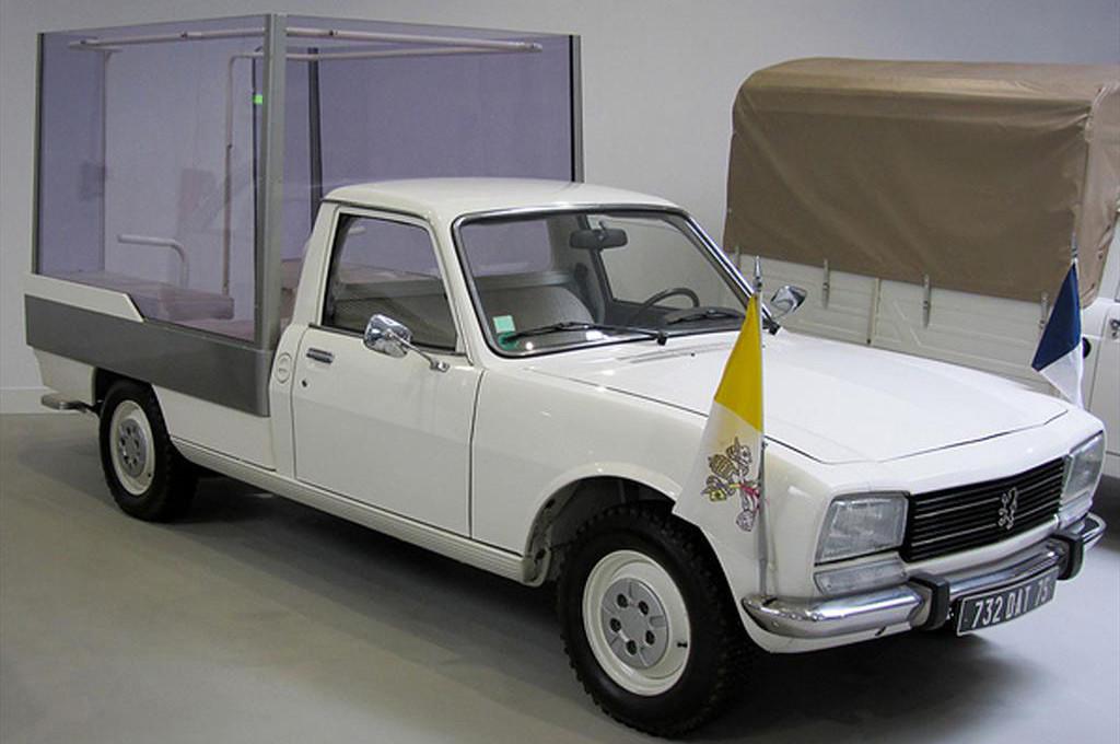 Peugeot 504 usado como papamóvil en 1980