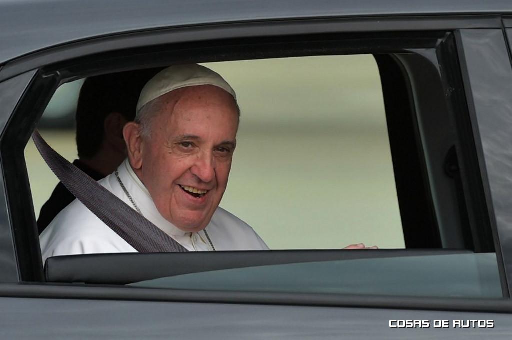 Papa Francisco con cinturón