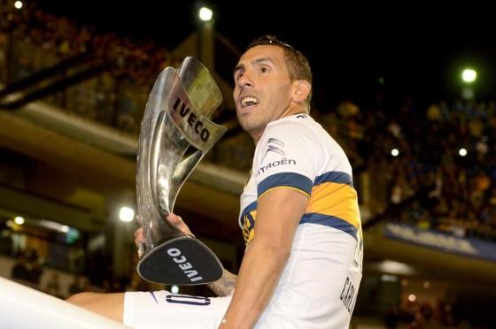 Tevez recibió las llaves del Citroen