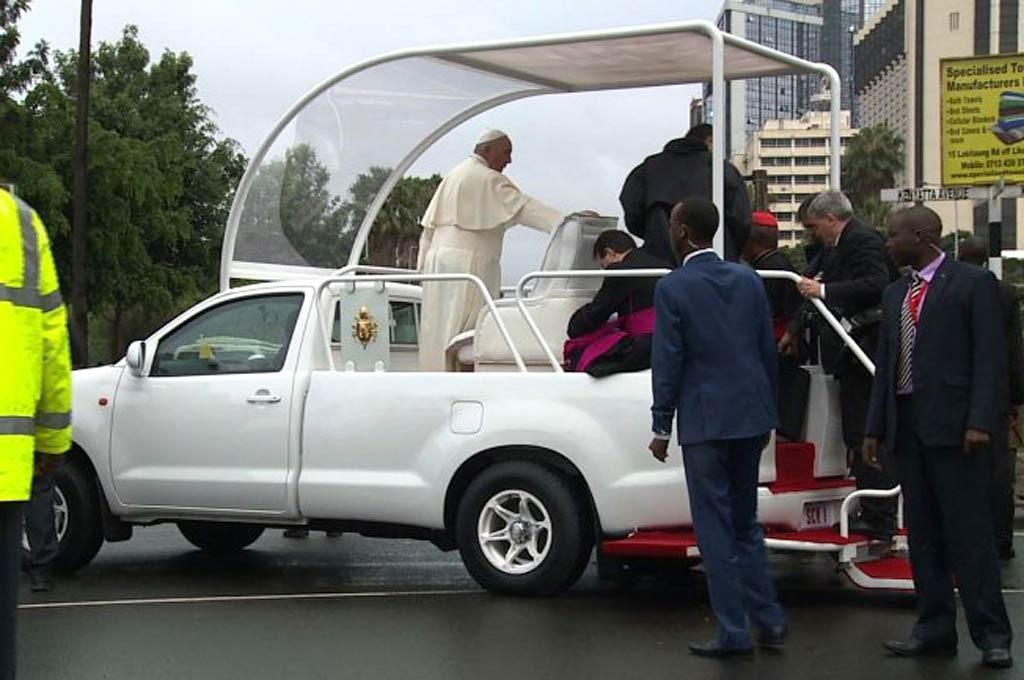 Papamóvil usado en Kenia