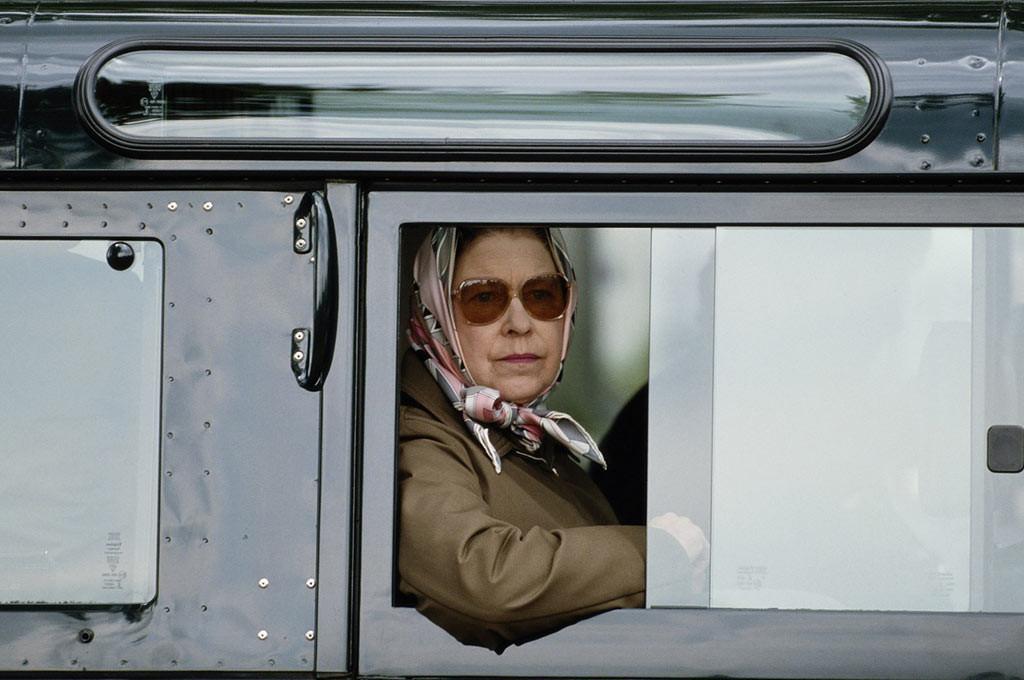 Queen Elizabeth y el Land Rover Defender