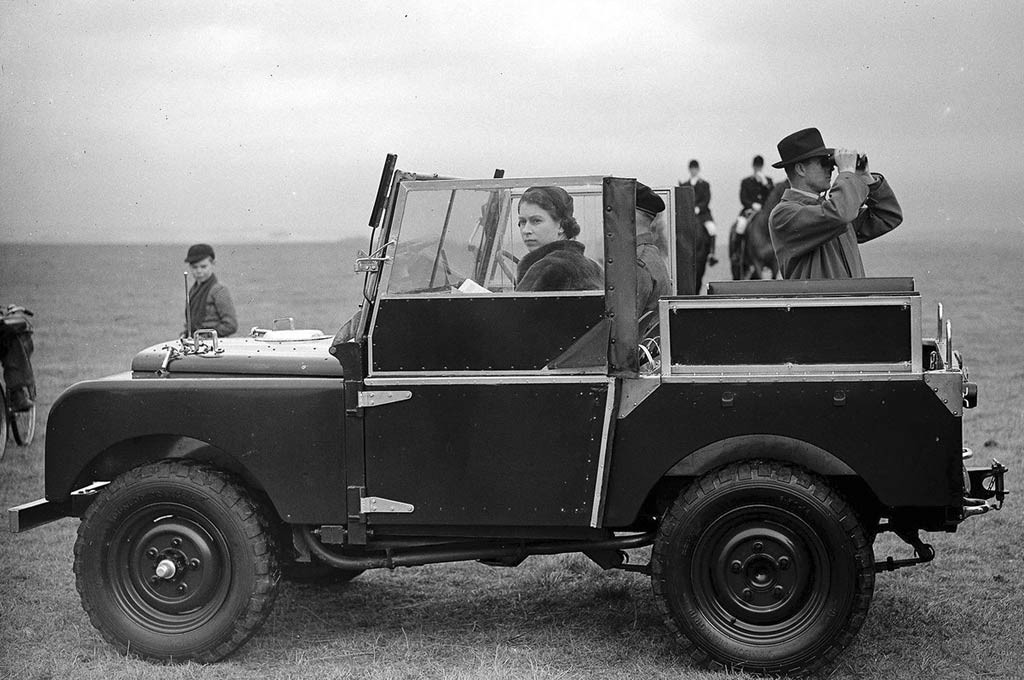 Queen Elizabeth y el Land Rover Defender