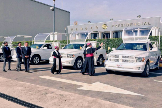La flota de papamóviles para México