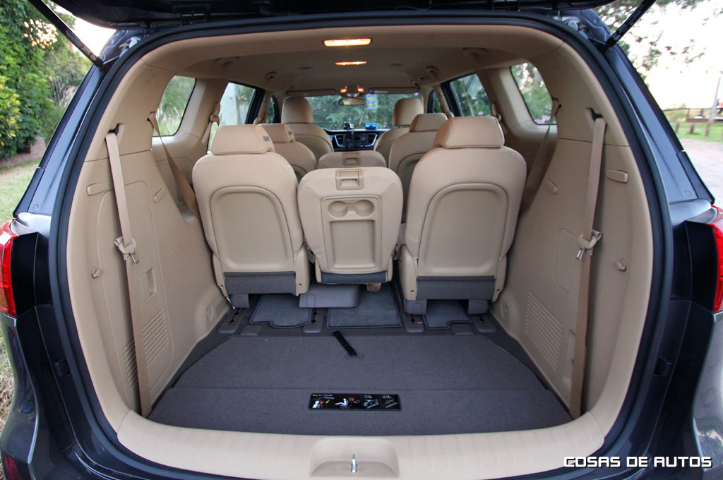 test cosas de autos prob la kia carnival full de 11 plazas. Black Bedroom Furniture Sets. Home Design Ideas