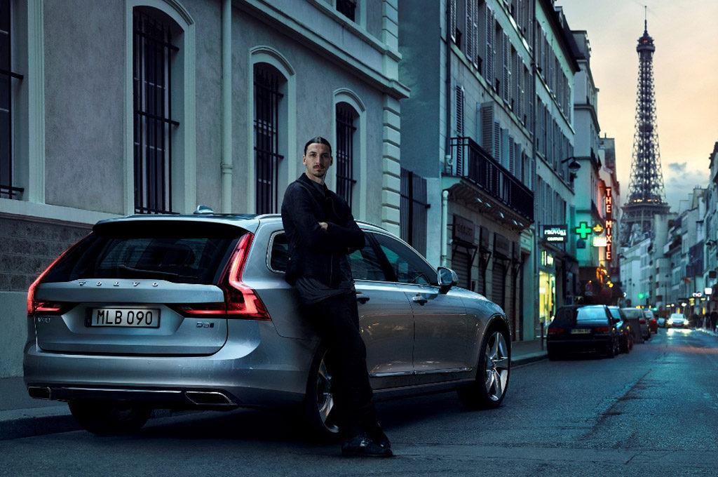 Zlatan Ibrahimovic junto al Volvo V90