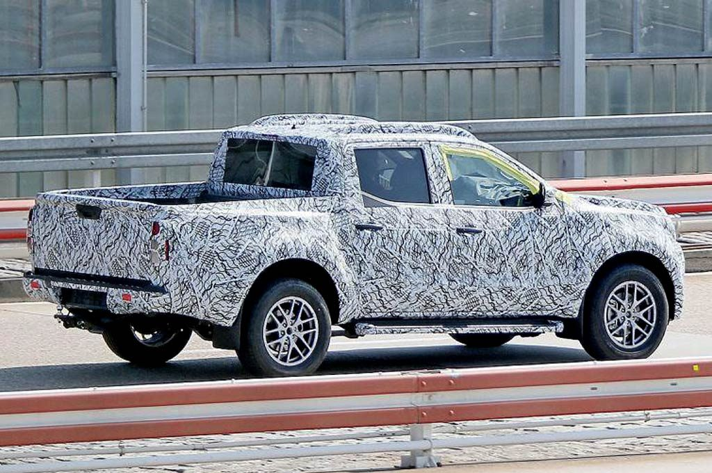 La pick-up de Mercedes-Benz camuflada
