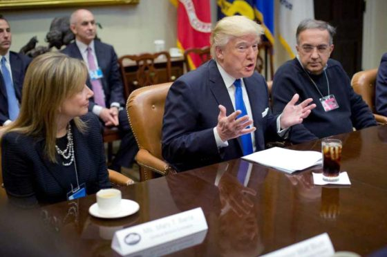 Donald Trump con Mary Barra y Sergio Marchionne