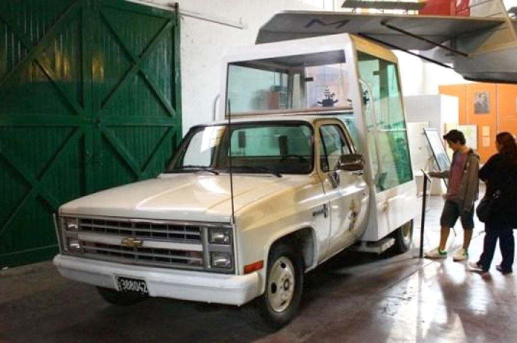 Chevrolet C10 Papamóvil