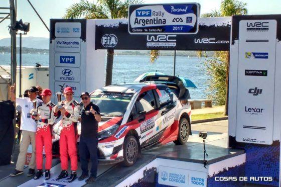 El equipo Toyota en la rampa de premiación