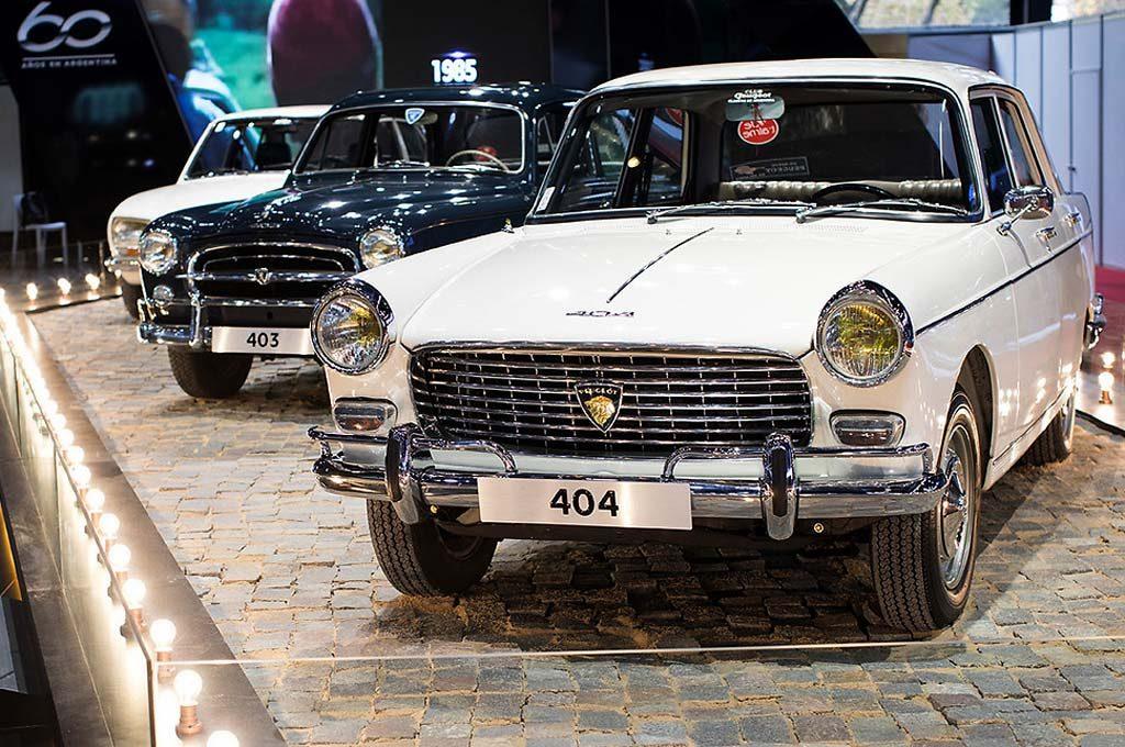 Rincón de clásicos en el stand de Peugeot