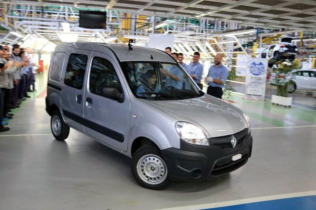 Última unidad de Renault Kangoo salida de Santa Isabel.