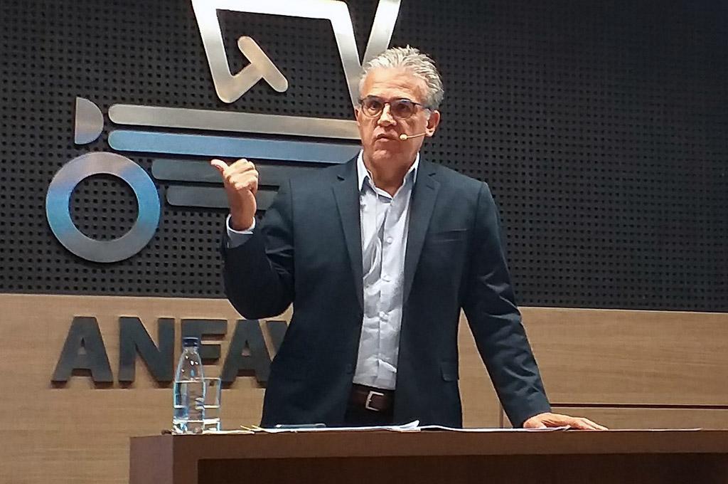 Presidente de ANFAVEA, Luiz Carlos Moraes