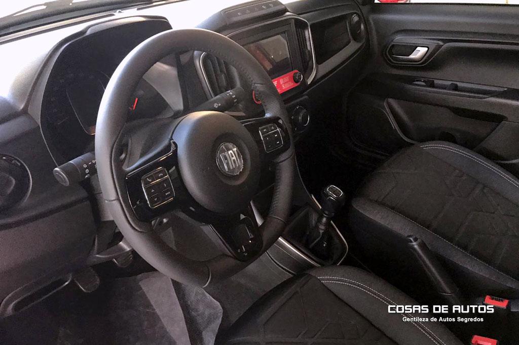Interior de la Fiat Strada Volcano Cabina Doble